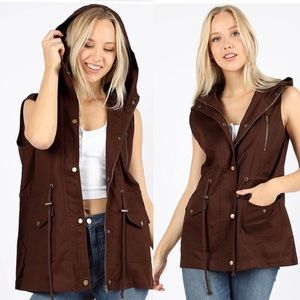 Brown utility vest with zipper